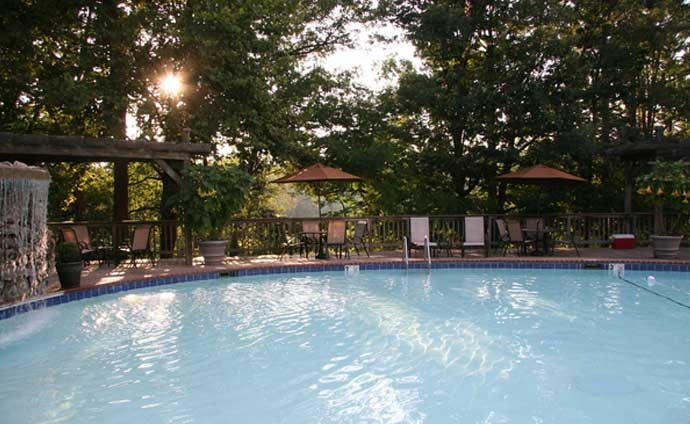 Inn of the Ozarks swimming pool